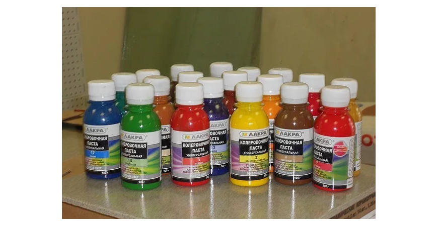 Одним из обязательных строительных расходных материалов, который, так или иначе, понадобится в ходе ремонта, является краска